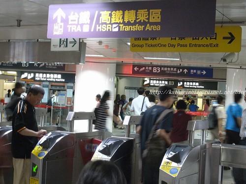 你拍攝的 B3捷運轉乘高鐵台鐵出口。